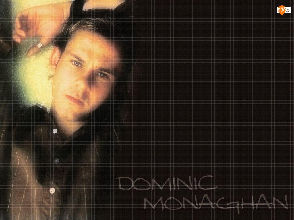 Dominic Monaghan, ciemna koszula
