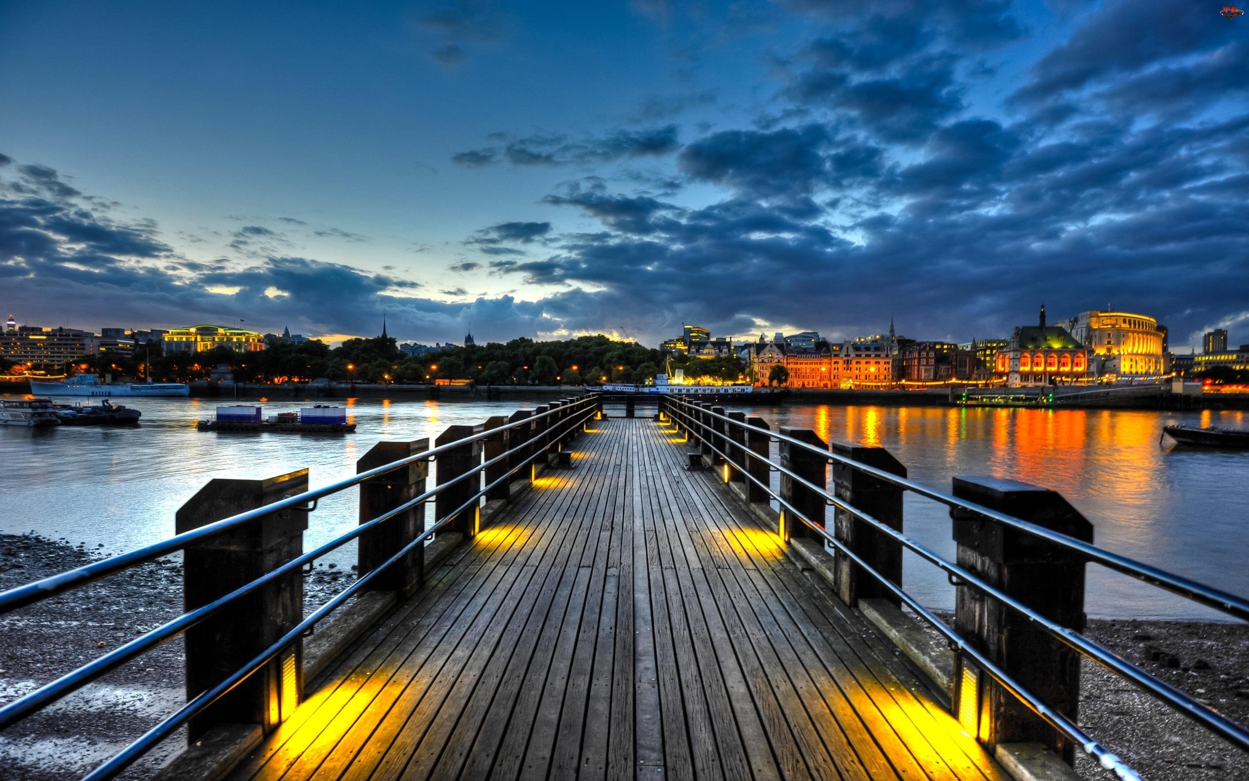 Miasto, Molo, Rzeka